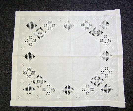 VINTAGE Hardanger Embroidery and Cutwork Lace or Scarf. RARE!!