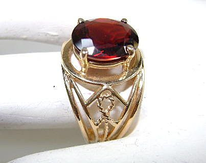Beautiful Garnet 10K Ring Size  Size 5 1/2