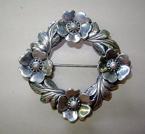 VINTAGE STERLING Open Rose and Leaves Circle