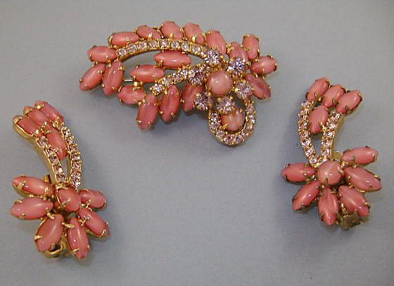 VINTAGE Unsigned 60's Glitz Pink Pink Beautiful Pink!  Brooch and Earrings