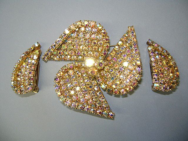 VINTAGE Sparking Spin-Wheel Brooch and Earrings  60's Glitz!