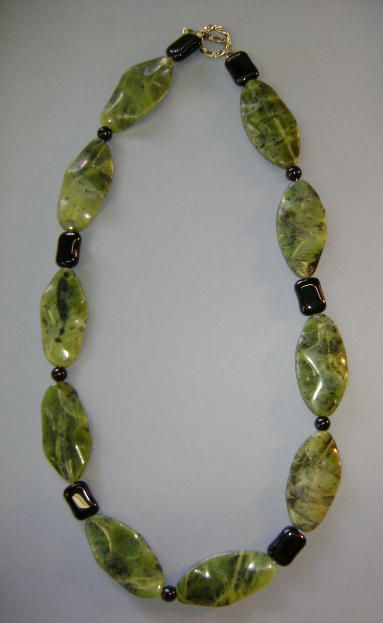 VINTAGE Jade-like and Onyx Necklace 21 inches  Very Cold-