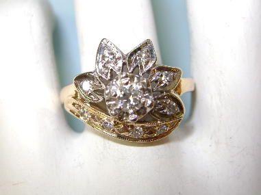 VINTAGE  14K Diamond Flower Ring Beautiful Flower Power  Size  6 1/4