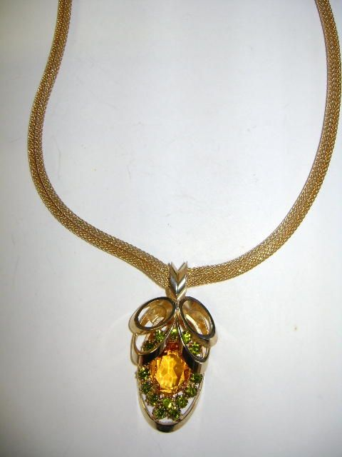 VINTAGE Topaz Set with Peridot rhinestones Necklace Very Pretty