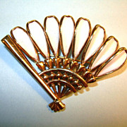VINTAGE Trifari Unmarked Poured Glass Fan Brooch