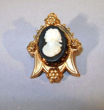 VINTAGE  Victorian Collar Cameo Brooch  Small