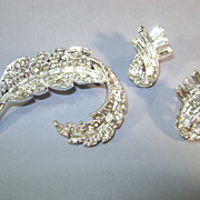 VINTAGE Bright and Shining Brooch and Clip Earrings Unsigned Beauty