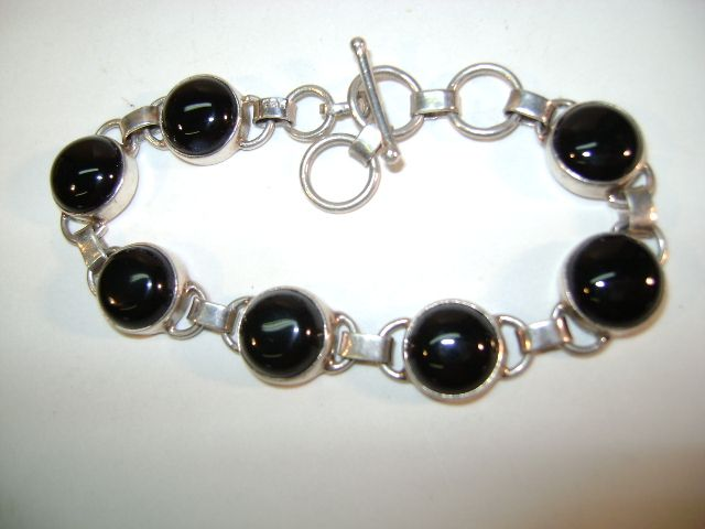 VINTAGE Sterling Onyx Circles Bracelet  7 1/2  Inches long.