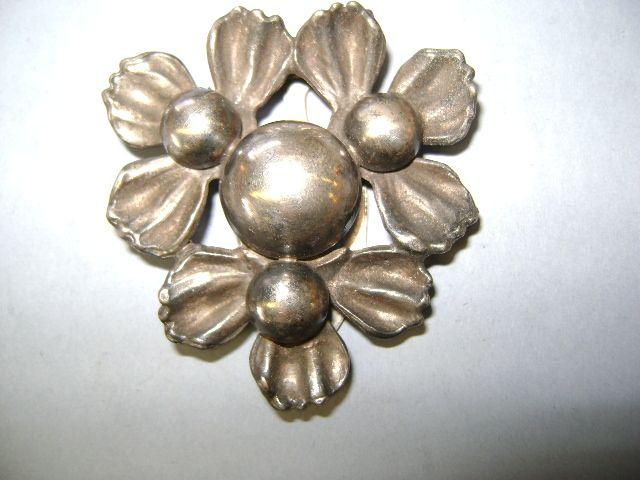 VINTAGE Classy Dress Clip Flower
