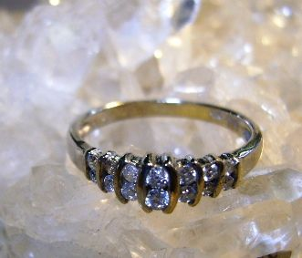 VINTAGE 14K White Gold Anniversary  Ring  14 Diamonds  Size 6