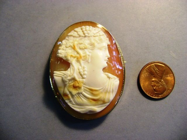 VINTAGE 14K Large Roman Lady Cameo Beautiful and Elegant