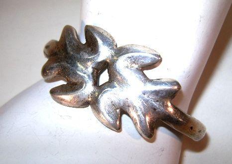 VINTAGE Silver-Cast Small Bracelet Very Plain but secure.
