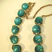 VINTAGE Thermoset 50's Green Necklace