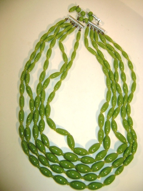VINTAGE Beautiful 5 Strands of Green Glass Bead Necklace Classic