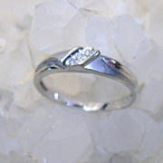 VINTAGE  10K White Gold Ring with Three full cut Diamonds Size 7