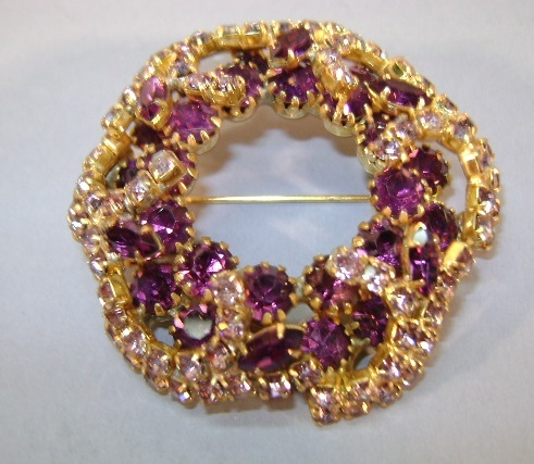 VINTAGE 60'S Brooch Mixture of Purple and Lavenders