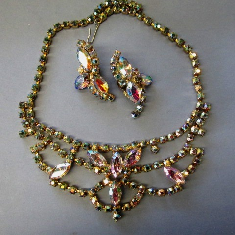 VINTAGE 60'S Unsigned Beauty Rhinestone Necklace and Earrings