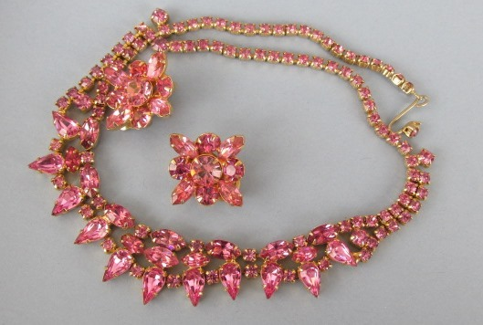 VINTAGE Unsigned Beauty Necklace and Earring Pink Pink Pink
