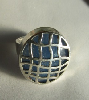 VINTAGE Sterling Lacy Sterling Cover Blue Gem Ring Size 7