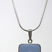 VINTAGE 1977 Wedgwood  One Inch Pendant with Silver Chain