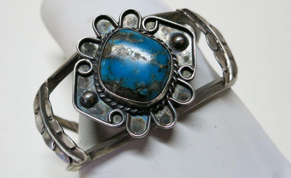 VINTAGE Large Heavy Native American Made Bracelet