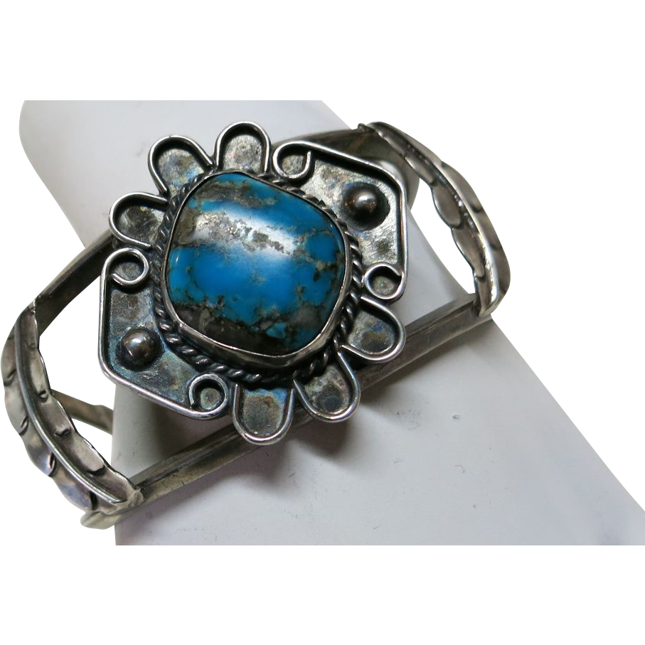 VINTAGE Large Heavy Native American Made Bracelet