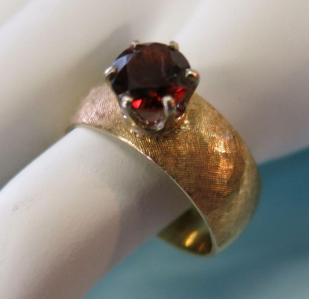 VINTAGE Artcarved 14K Gold Ring Size 8  Garnet Set