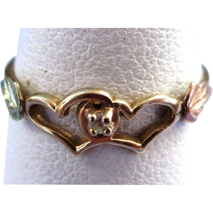 VINTAGE Black Hills Gold  10K Simple Ring   Size 6 1/4  With Tiny Diamond