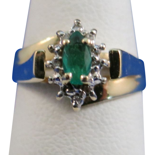 VINTAGE 10k Emerald and Diamonds Ring   Size 6 1/4