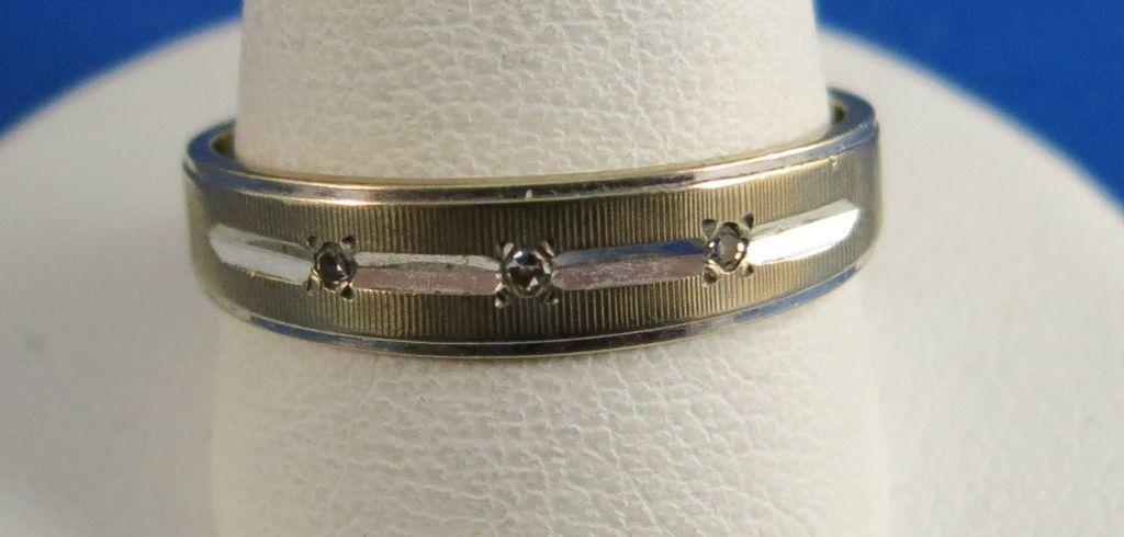 VINTAGE 14K Yellow Gold Wedding Band with 3 small Diamonds  Size 9 1/4