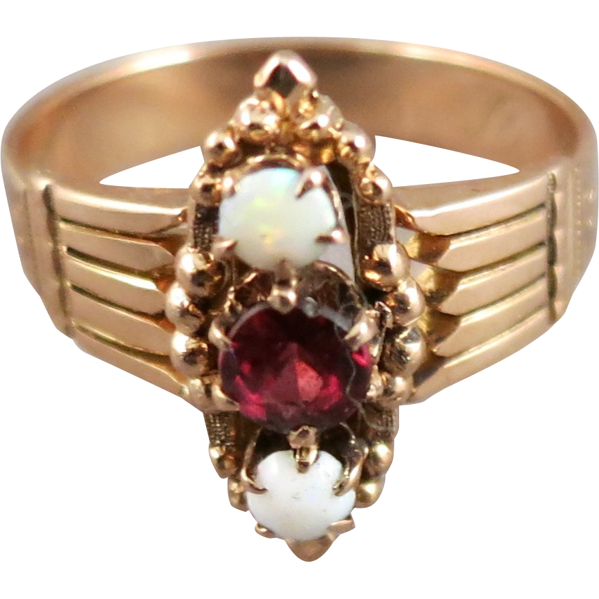 VINTAGE Rose Gold Older Ring With Opals and Garnet  Size 61/2