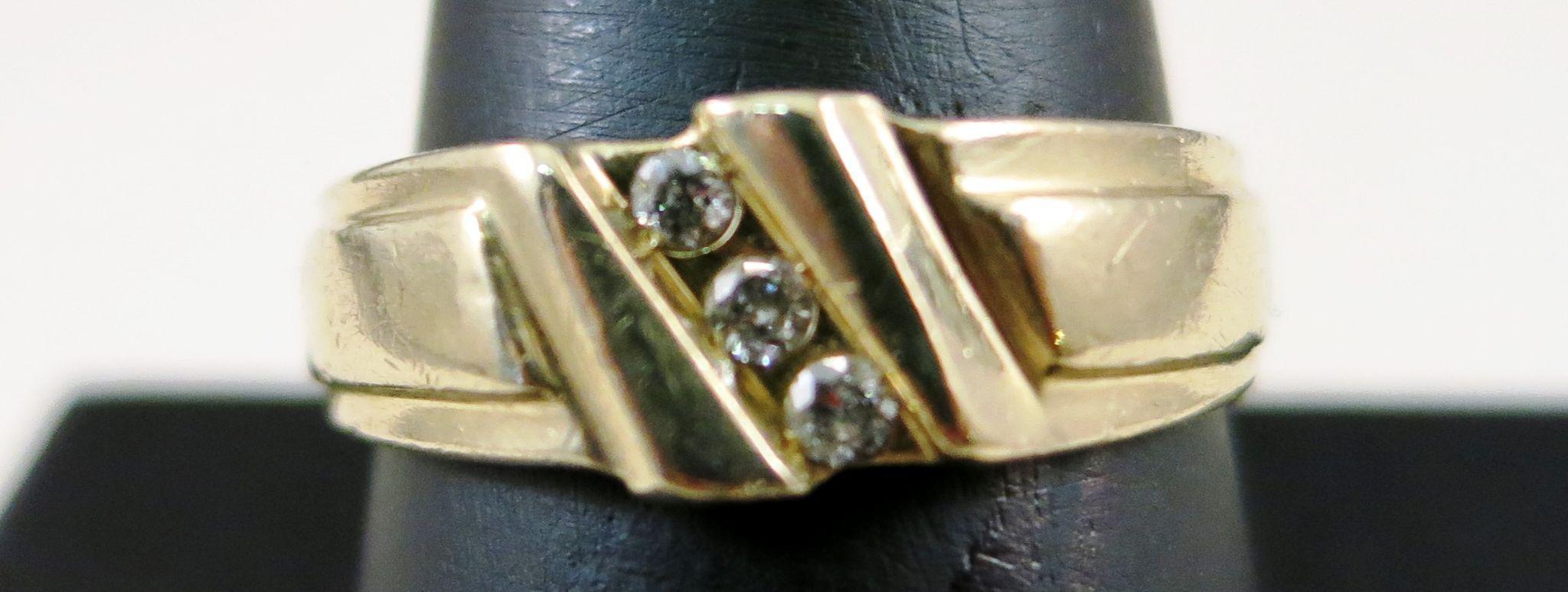 VINTAGE  14K Man's Yellow Gold Ring Three Diamonds Size 10 1/2