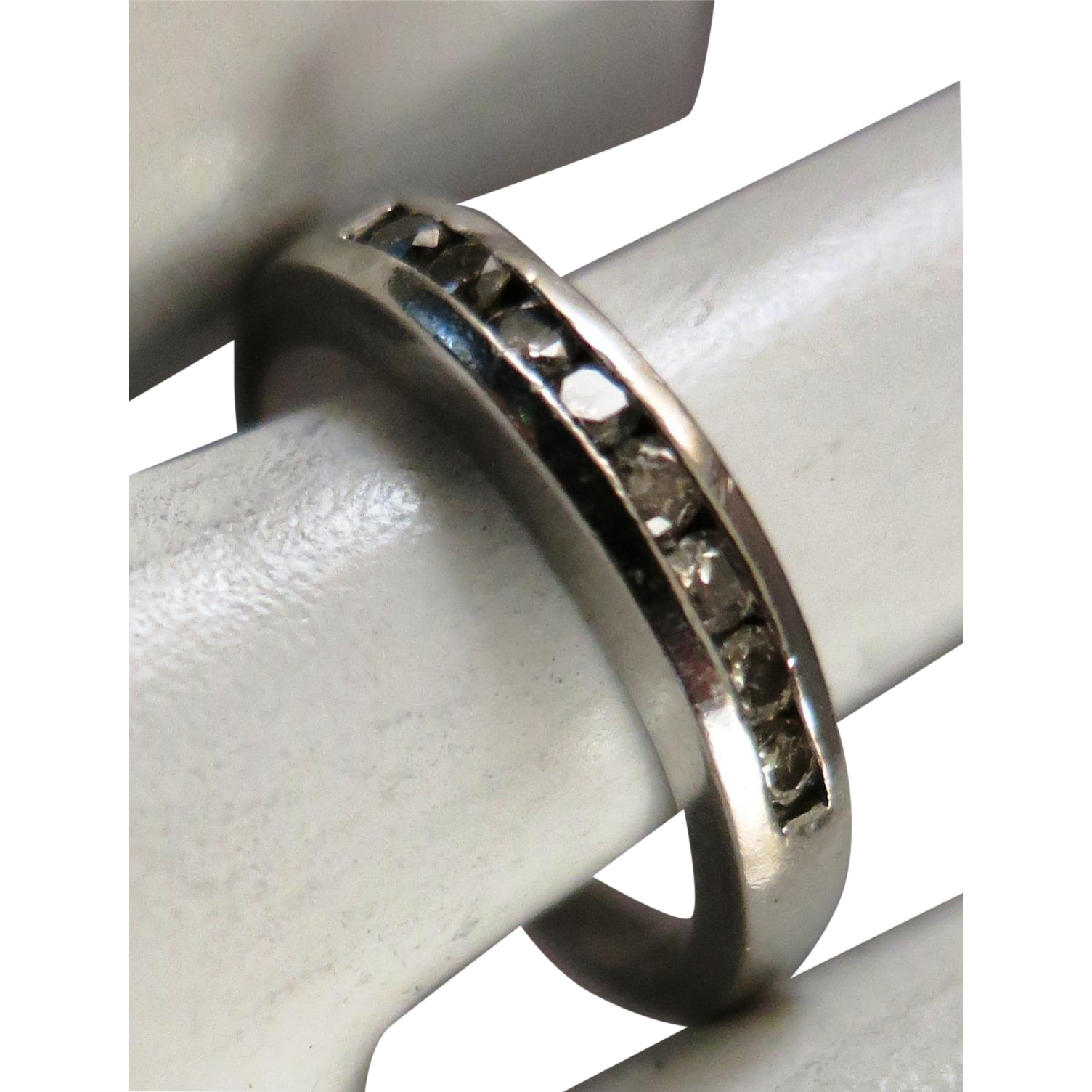 VINTAGE  Platinum  Wedding band with 8 Diamonds