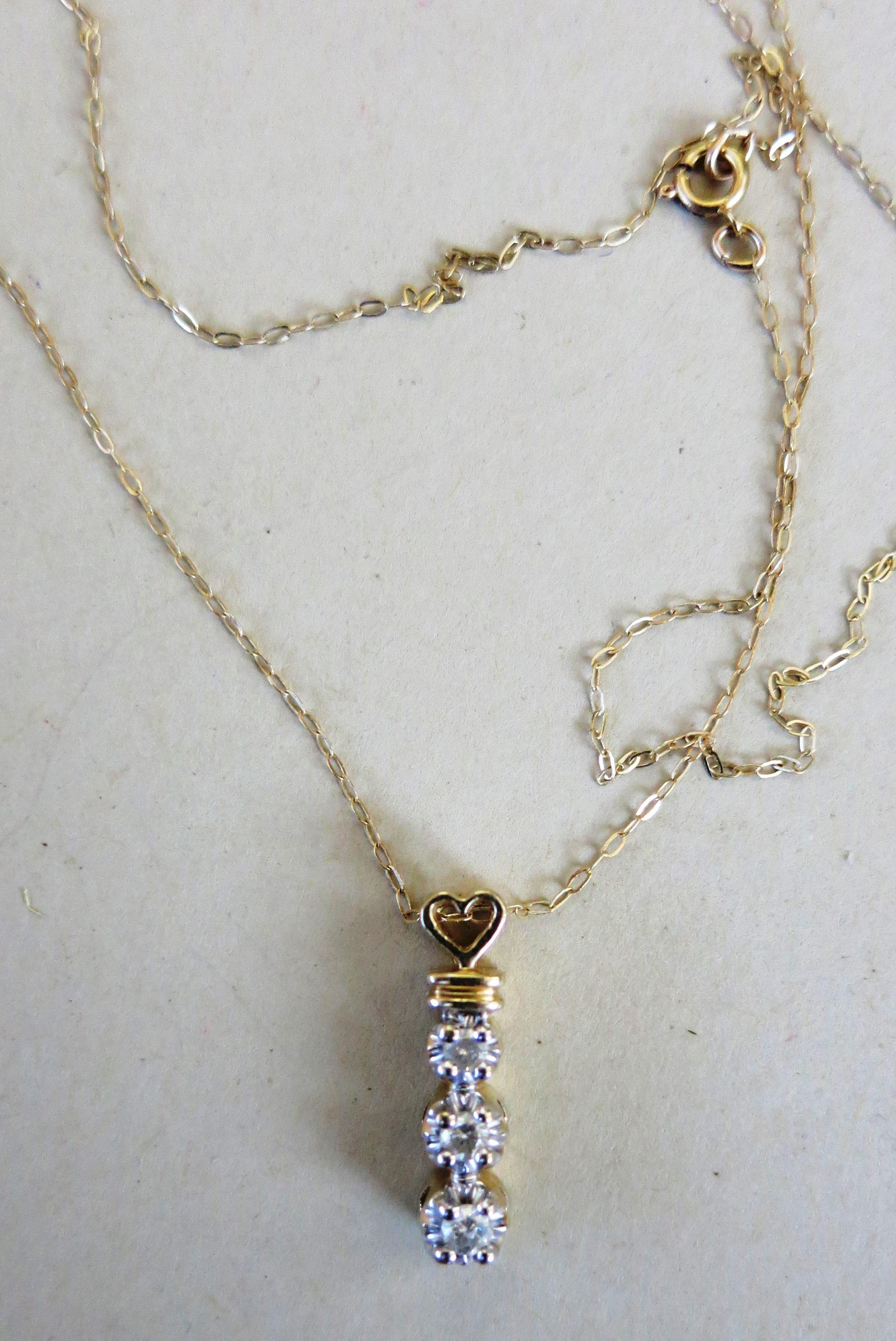 VINTAGE 10k Gold Chain and Pendant  Three Diamonds   17 Inch Chain