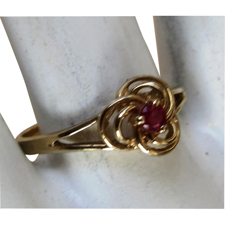 VINTAGE  10k Yellow Gold Ruby Ring  Size 5 1/2  Sweet Sixteen Ring