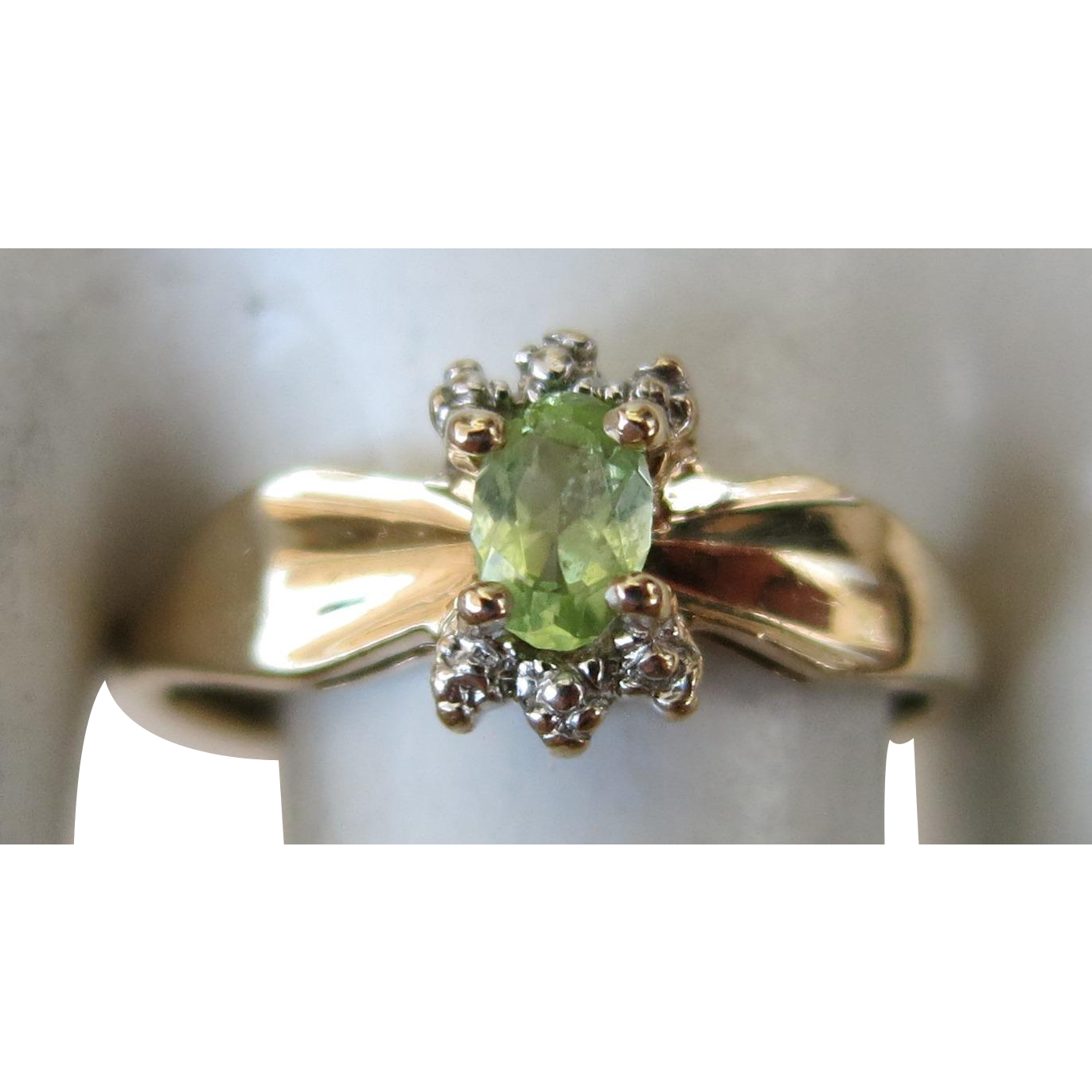 Vintage Yellow Gold 10k Peridot    Size  5 1/4  Sweet Sixteen.