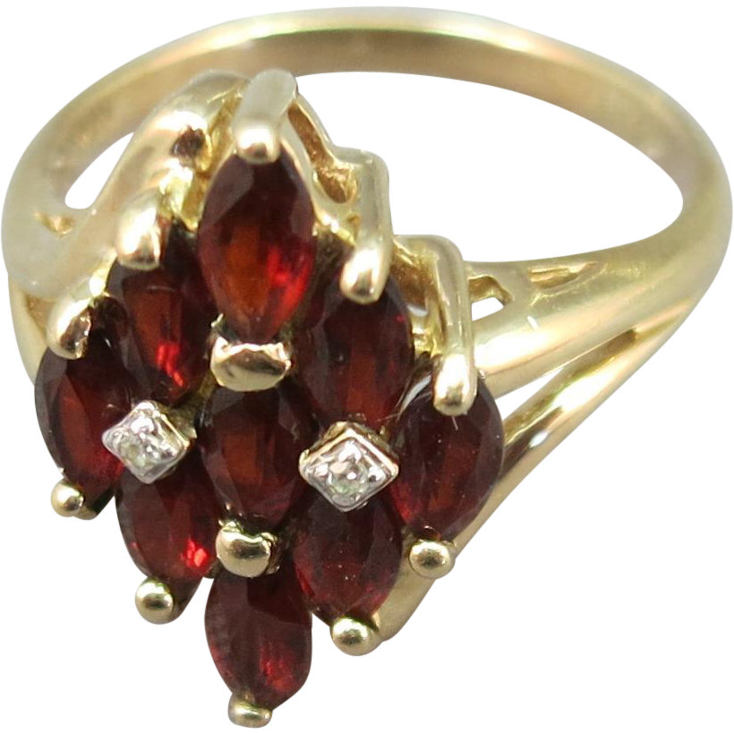 VINTAGE  10K Garnet Ring and 2 Diamonds  Size  6
