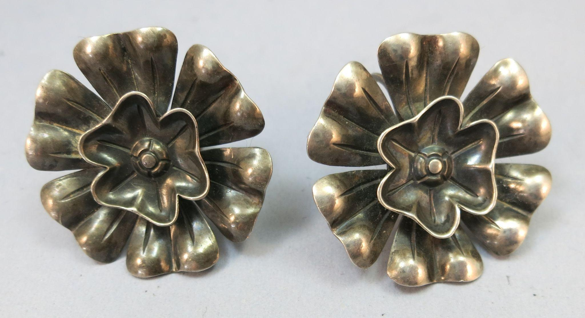 VINTAGE Mexican Sterling 1 Inch Flowers  Screw Earrings