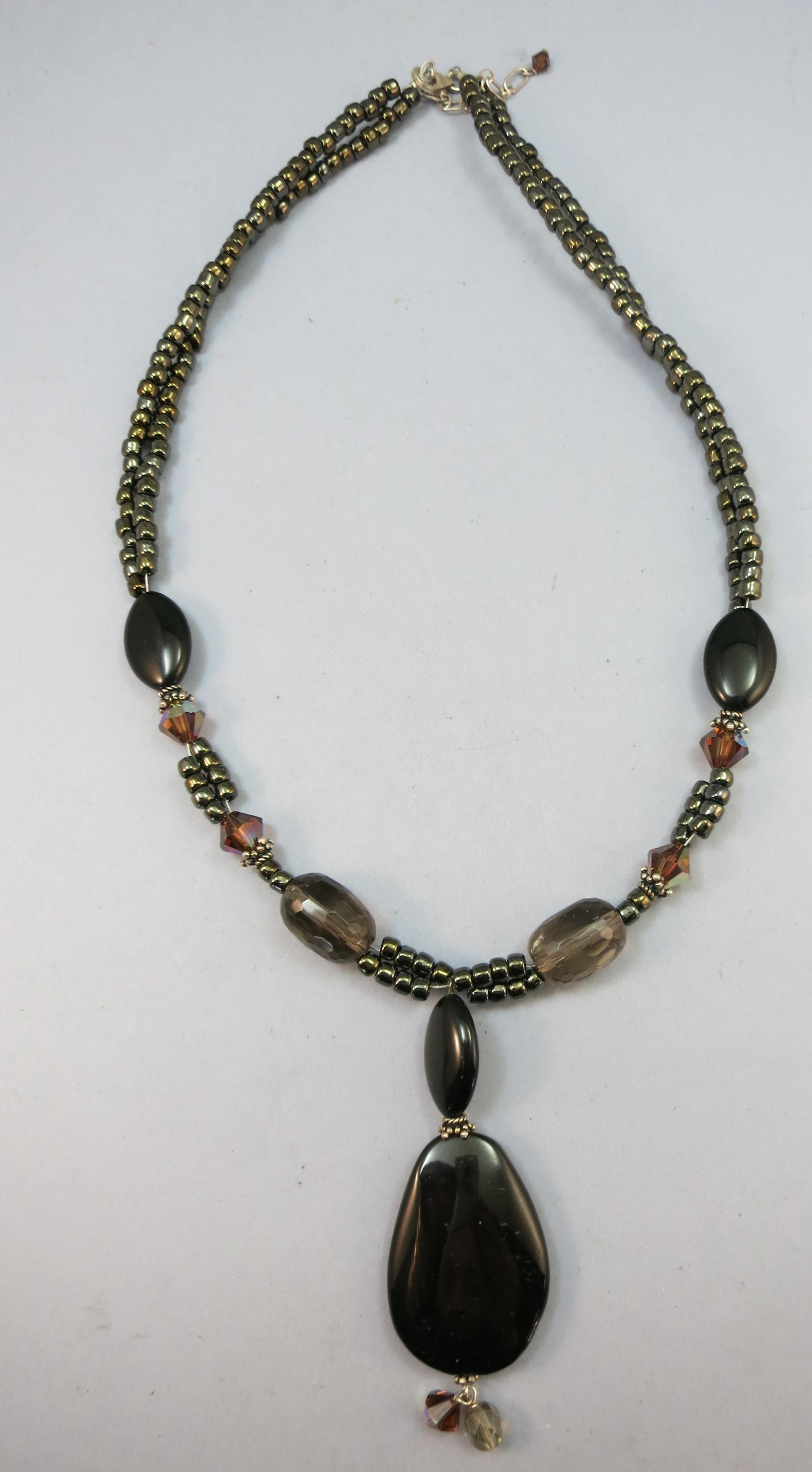 "VINTAGE Beaded 80""s Necklace Looks like New Onyx and Carnival Beads Beautiful"