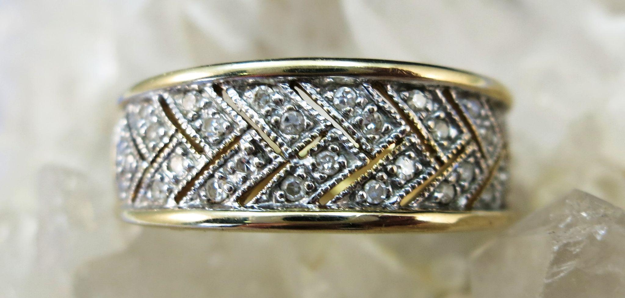 VINTAGE  14K Yellow Gold Diamond Pave  Size 9