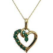 VINTAGE  10k Yellow Gold Natural Emerald  Heart and 14K yellow gold 16 Inch Chain  Pretty Gift