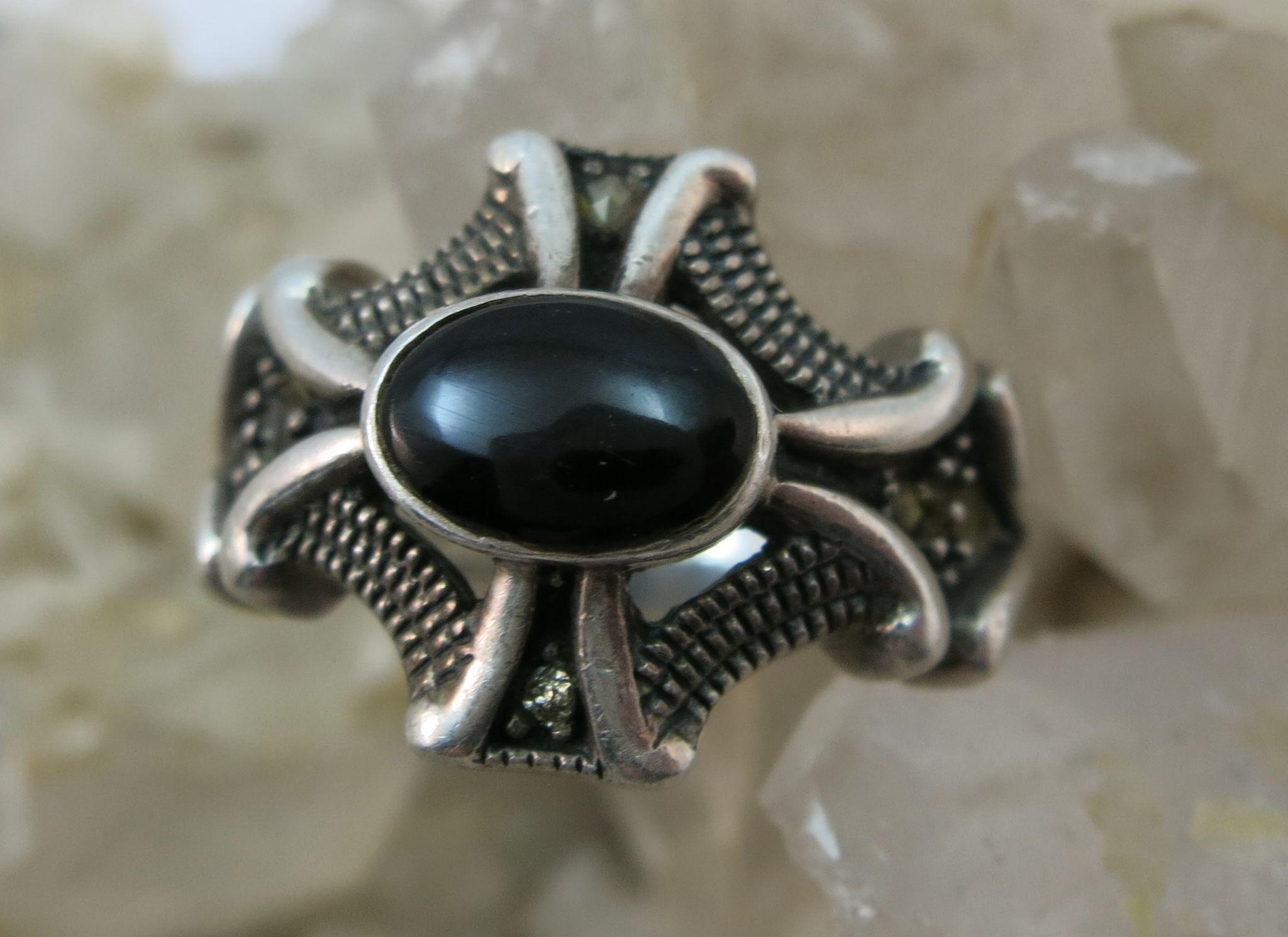 VINTAGE Gothic Looking Sterling Ring  Size 7