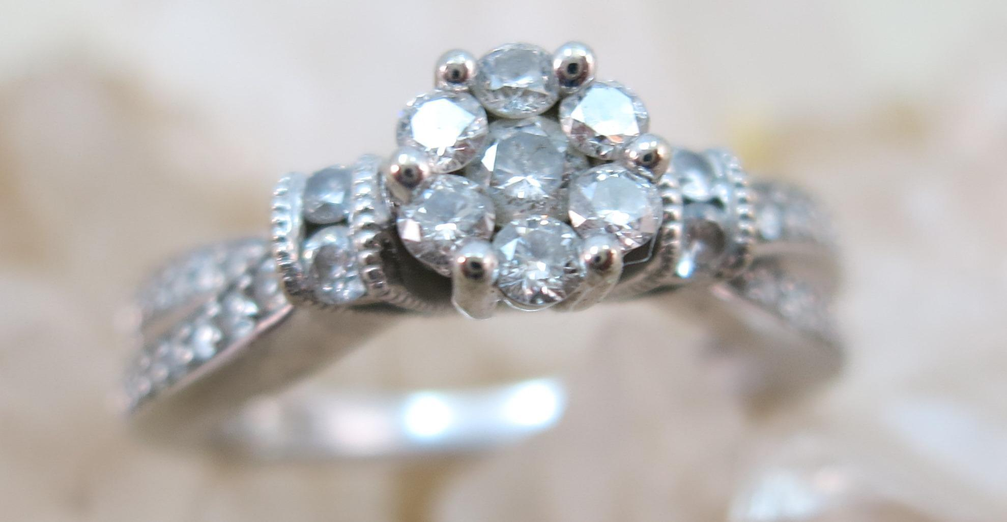 VINTAGE  10k  White Gold Cluster of Diamonds Ring  Size 7