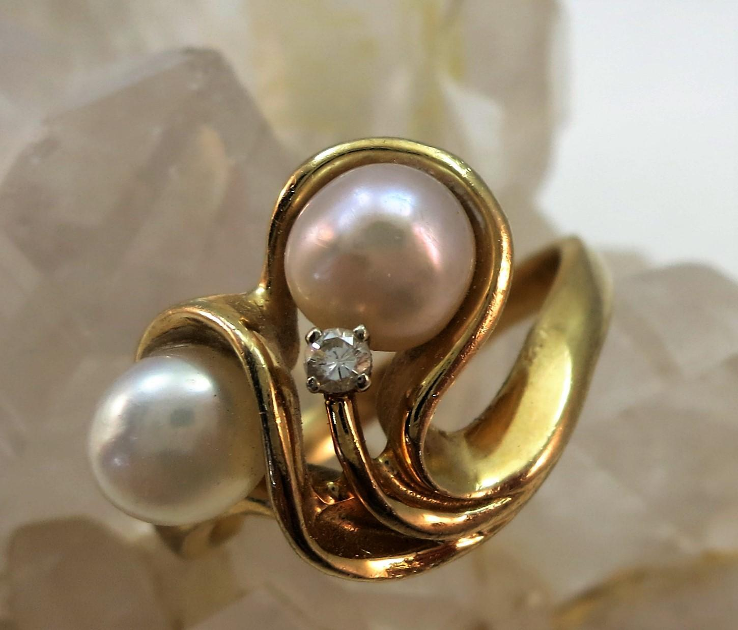 VINTAGE Free-form  14k Pearl Ring One White and One Pink  Size 7 Diamond Accent