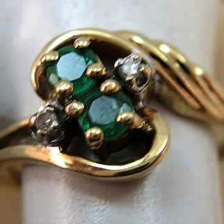 VINTAGE Two Natural Emerald Yellow Gold 10K Ring   Size 5  1/4  Two small Diamonds
