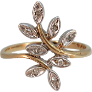 VINTAGE 10k Flower Ring    Size 6  Beautiful