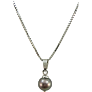 VINTAGE Miluna 18K  With  Black Pearl and 18K White Gold Chain
