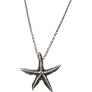 VINTAGE Sterling Pretty Star Fish Necklace  with 18 Inch Sterling Chain