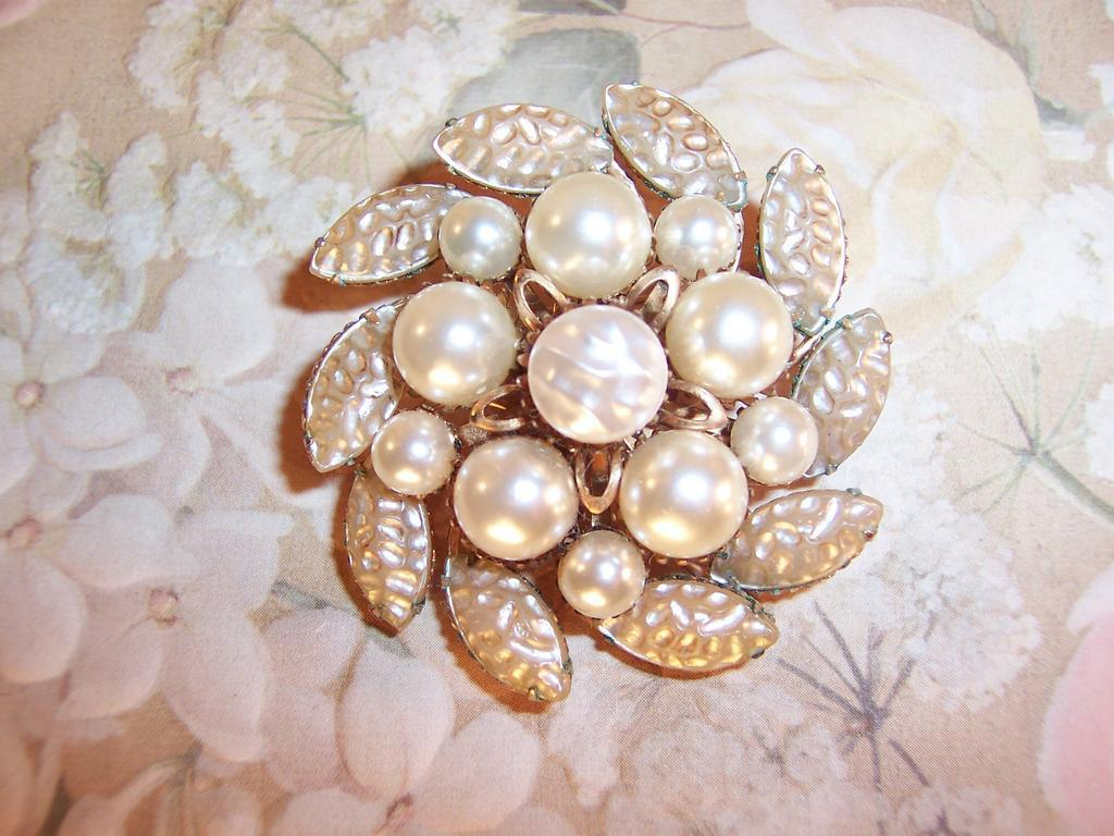 Signed: Gena Gems: Creamy Baroque Brooch