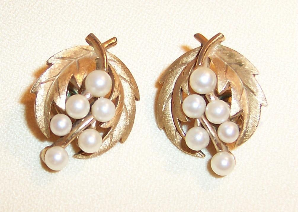 Vintage Crown Trifari Leaf & Simulated Pearl Earrings